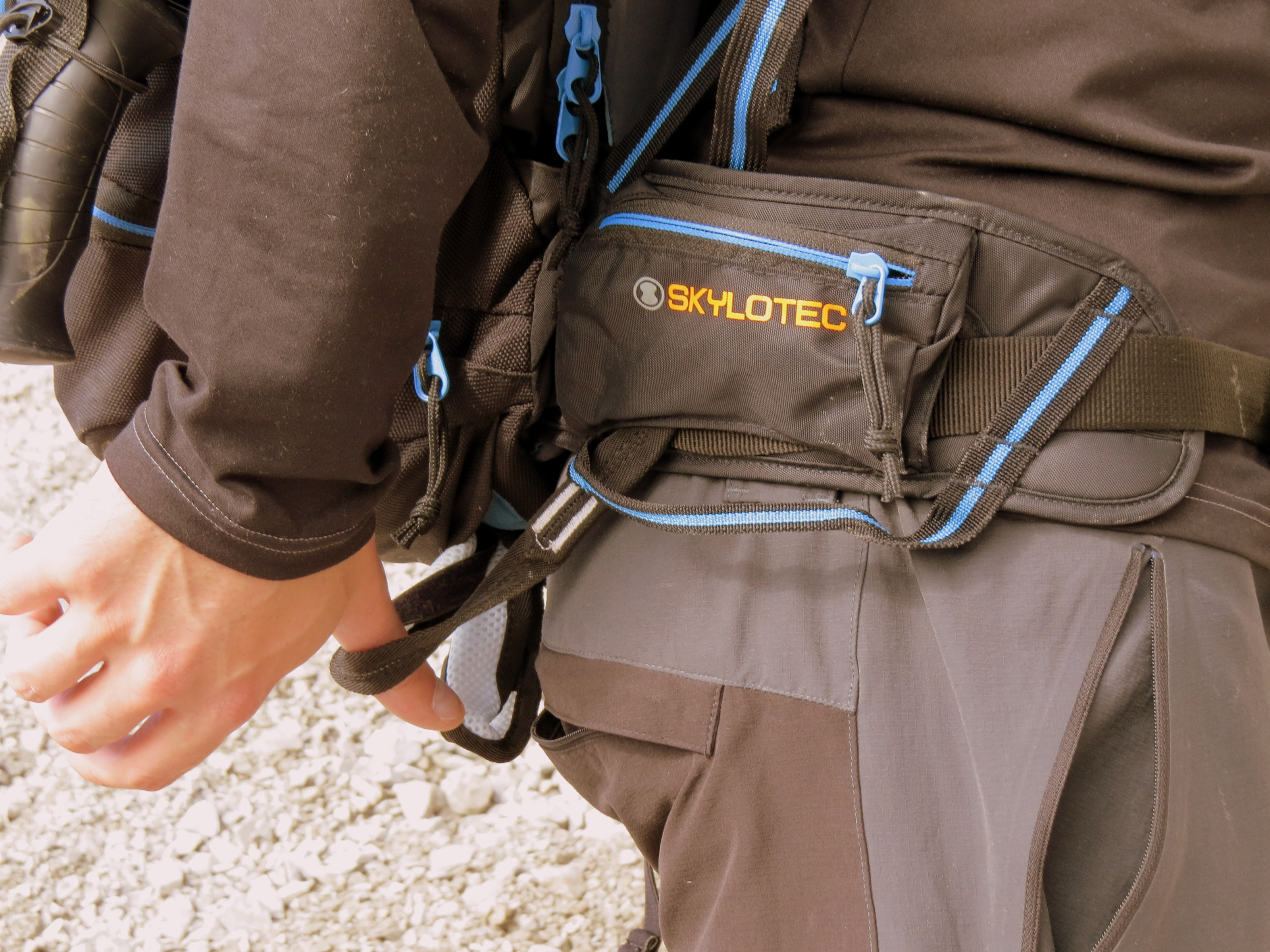 Skylotec Klettergurt Erfahrungen : Rucksack im test der skylotec mit integriertem klettergurt